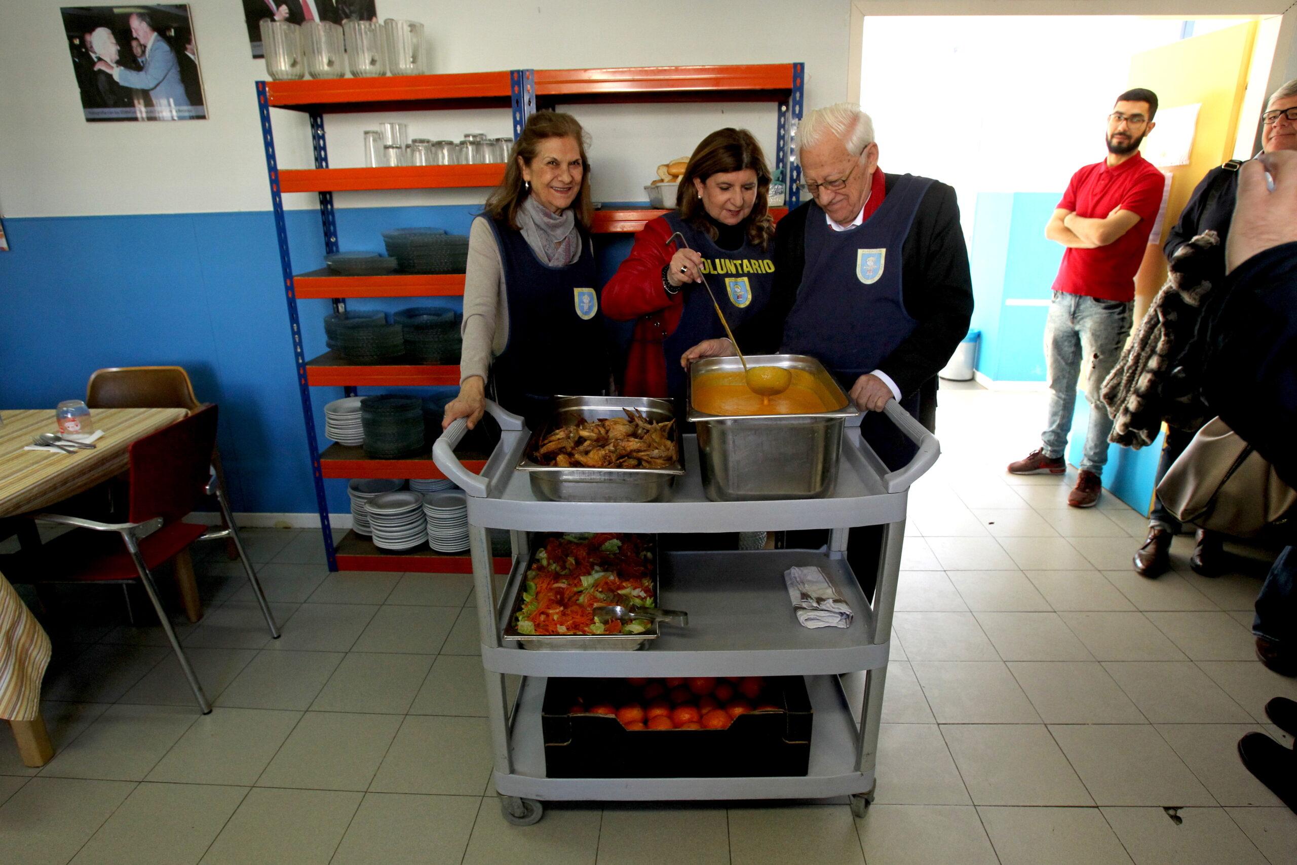 Tipsa nos entrega su recaudación de la campaña de 'Sobres solidarios'