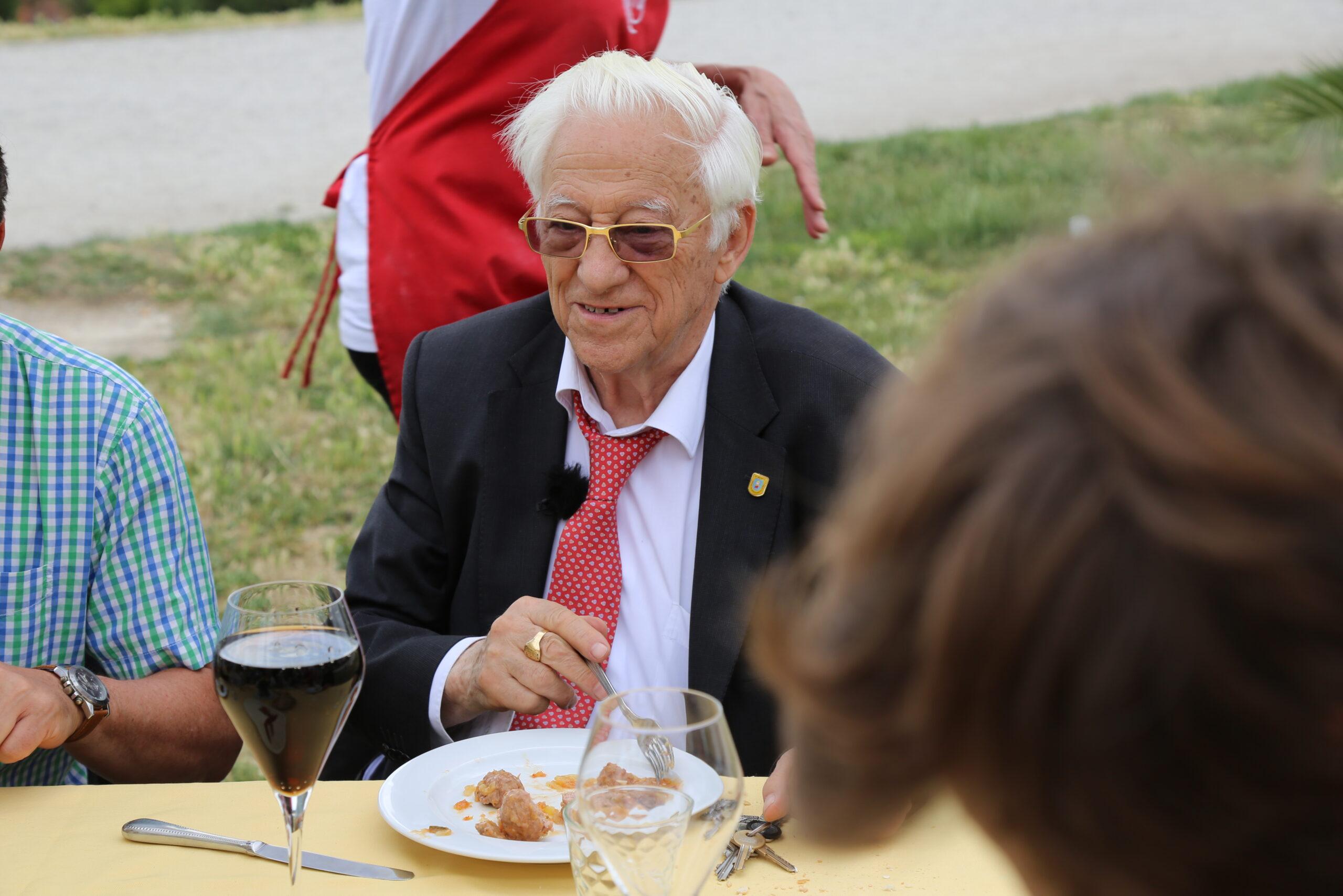 Silvio Rodríguez y el padre Ángel, premios Beato de Liébana