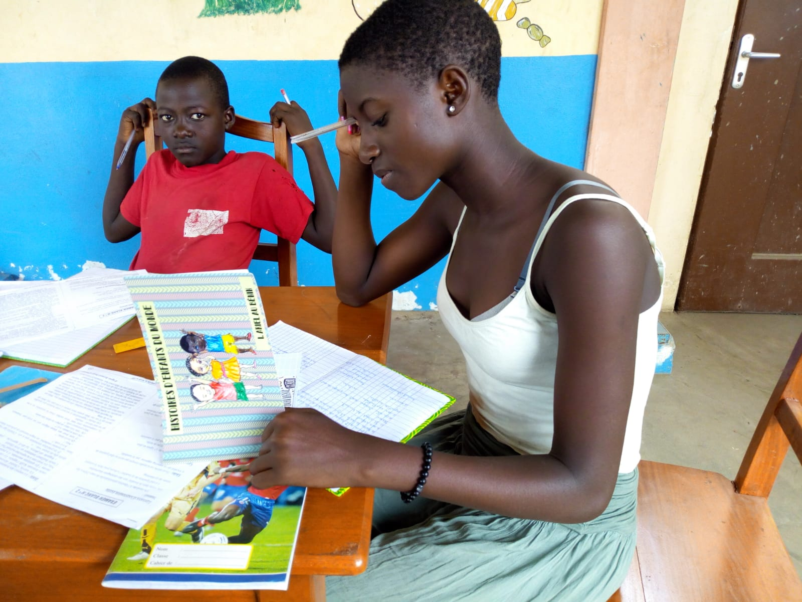 """Libro """"Ariel en Benin"""" a beneficio de la escolarización de los niños de Mensajeros de la Paz en Benín"""