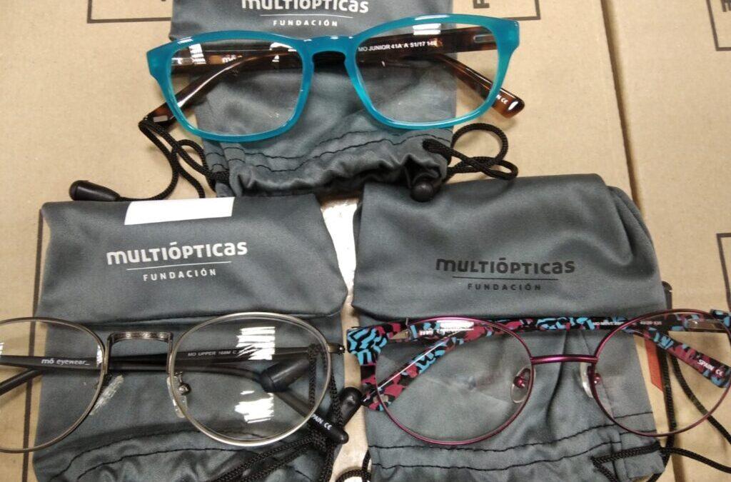 Donación de la Fundación Multiópticas de gafas para nuestros usuarios del Centro Social Mensajeros de la Paz El Pozo