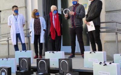 Llorona dona 100 duchas para facilitar el aseo de mayores en residencias de Mensajeros de la Paz