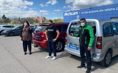 Clicars cede tres nuevos vehículos para colaborar con Mensajeros de la Paz