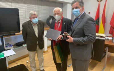 El Alcalde de Parla recibe al Padre Angel para hacerle partícipe de un gran proyecto dirigido a las personas mayores