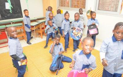 Ya hemos vuelto a la escuela, gracis al personal de la Escuela Maternelle Antonio Caravani, así como a las familias de estos menores.