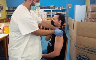 @madridsalud se ha desplazado al Centro de Villaverde para vacunar a los usuarios del comedor.