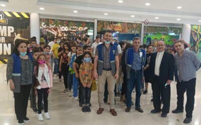 La Escuela Marka para refugiados iraquíes, visita a un centro comercial en Aman donde hay un parque de atracciones
