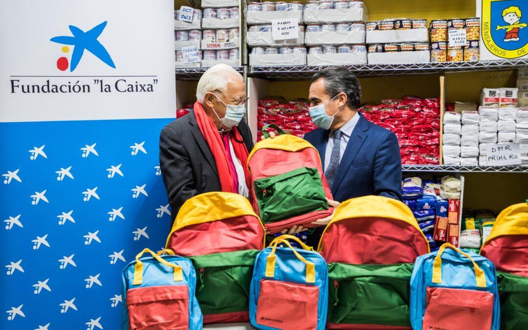 El director territorial de la DT Madrid Metropolitana de CaixaBank, D.Rafael Herrador Martínez nos hizo entrega de las 570 mochilas para que los niños